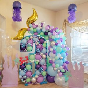Balloons thematic set mockup under the sea